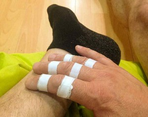 Finger gut getaped - Socken stinken nicht - so kanns in die Kletterhalle gehen ...